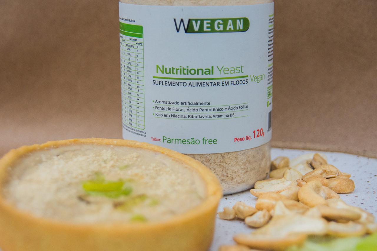 Quiche sem glúten com Nutritional Yeast Parmesão Free